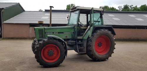 Foto van een Fendt 311. Geplaatst door LuukBeekxGrondverzet op 29-01-2020 om 21:33:24, op TractorFan.nl - de nummer 1 tractor foto website.