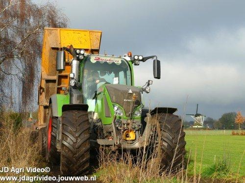 Foto van een Fendt 714 SCR, Loonbedrijf P van den Hardenberg uit Elspeet in het grondverzet. ZIE OOK DE VIDEO  https://youtu.be/PwVVf0rC88k