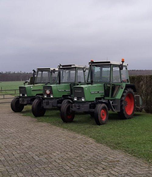 Foto van een Fendt 306 en 2x 304 is. Geplaatst door HulsieH op 22-02-2020 om 12:53:38, op TractorFan.nl - de nummer 1 tractor foto website.
