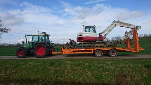 Foto van een Fendt 308, met de aanhanger van de boomkweker de tb 290 opgehaald liep mooi!. Geplaatst door jesperb op 18-03-2020 om 20:30:59, op TractorFan.nl - de nummer 1 tractor foto website.