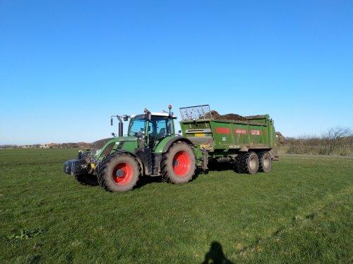 Foto van een Fendt 718 (SCR) het land laat het eindelijk toe dus ik mag weer los 💪. Geplaatst door De boer maar op 23-03-2020 om 09:03:26, op TractorFan.nl - de nummer 1 tractor foto website.