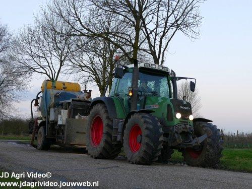 Foto van een Fendt 415 , Loonbedrijf De Heus uit Langbroek aan het sleepslang bemesten. ZIE OOK DE VIDEO  https://youtu.be/r-IWCET9AsE