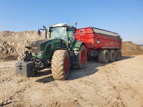 Kijk, daar heb je Gm Damsteegt (Oud alblas) × met een Fendt 922.. Geplaatst door T.Tanis op 27-03-2020 om 18:27:52, op TractorFan.nl - de nummer 1 tractor foto website.