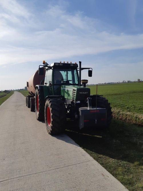 Foto van een Fendt 511 C, bezig met mest transport.. Geplaatst door fendt Gerjan op 29-03-2020 om 12:21:55, op TractorFan.nl - de nummer 1 tractor foto website.