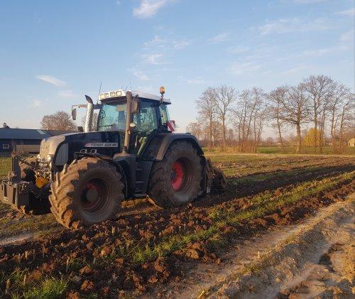 De sporen van afgelopen najaar lostrekken zodat deze zand/leem grond wat kan afdrogen.. Geplaatst door wart op 29-03-2020 om 14:57:39, op TractorFan.nl - de nummer 1 tractor foto website.