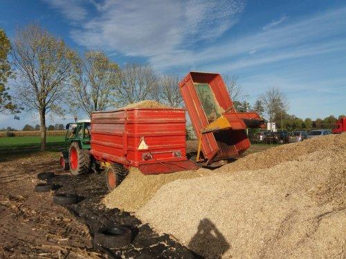 Schuitemaker Silagewagen en kipper lossen.. Geplaatst door Gerald Panhuis op 29-03-2020 om 21:22:39, op TractorFan.nl - de nummer 1 tractor foto website.