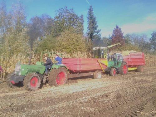 Fendt 309 LS vast. Wordt vlot getrokken door de Farmer 5SA. Geplaatst door Gerald Panhuis op 29-03-2020 om 21:22:41, met 2 reacties.