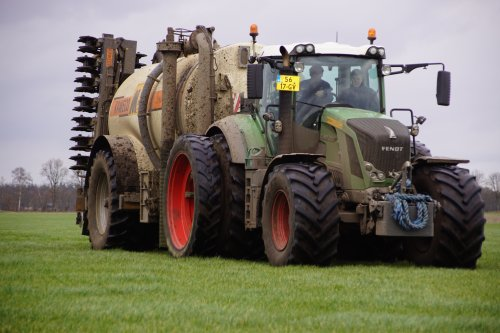 Foto van een Fendt 828. Geplaatst door jans-eising op 05-04-2020 om 10:34:05, op TractorFan.nl - de nummer 1 tractor foto website.
