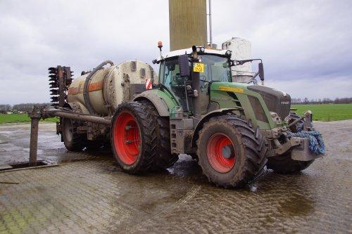 Foto van een Fendt 828. Geplaatst door jans-eising op 05-04-2020 om 10:34:13, op TractorFan.nl - de nummer 1 tractor foto website.