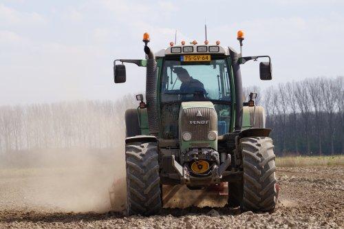 Foto van een Fendt 415. Geplaatst door joey-bertram op 05-04-2020 om 14:12:03, op TractorFan.nl - de nummer 1 tractor foto website.