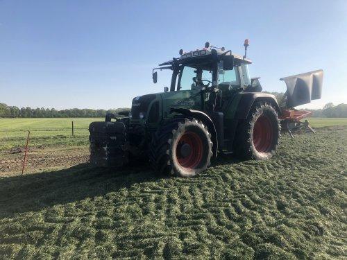Foto van een Fendt 714. Geplaatst door sameiron op 26-04-2020 om 01:13:54, op TractorFan.nl - de nummer 1 tractor foto website.