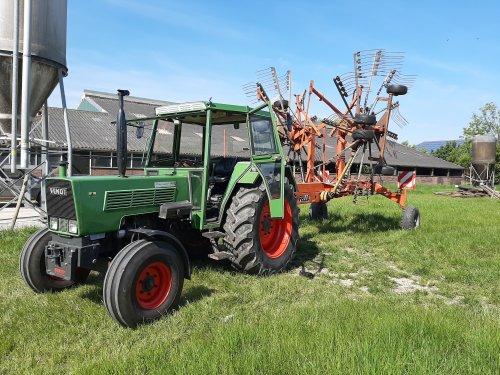 Gister paar bunder geharkt met de 105LS. Geplaatst door Pieter_Fendt op 22-05-2020 om 20:26:23, op TractorFan.nl - de nummer 1 tractor foto website.