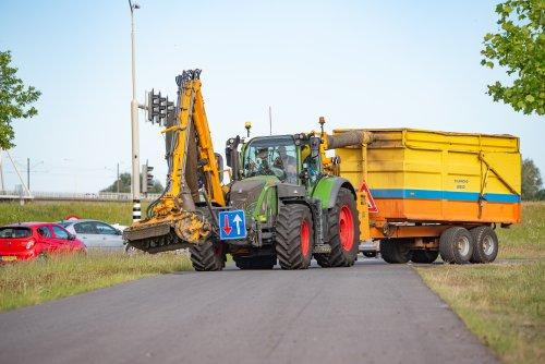 Op deze foto is De Jong Zuurmond (Beesd) × actief met een Fendt 718 SCR.. Geplaatst door deerefan op 30-05-2020 om 21:01:15, op TractorFan.nl - de nummer 1 tractor foto website.