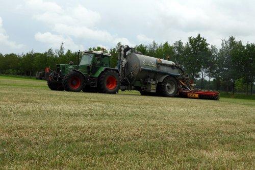 Zodebemesten.  https://youtu.be/XDV8q2qw6N4. Geplaatst door pekkerietfan op 24-06-2020 om 21:08:49, op TractorFan.nl - de nummer 1 tractor foto website.