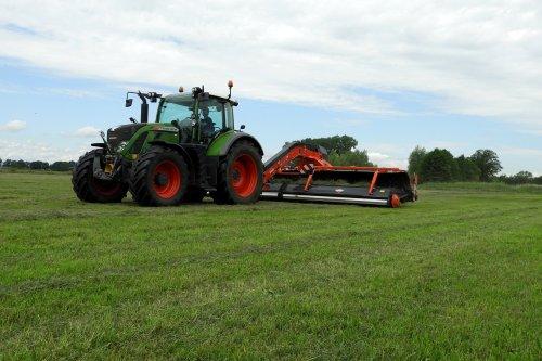 Gubbels Agro uit Broekland aan het harken met de nieuwe Kuhn Merge Maxx 950  https://youtu.be/ByVJKaNv8Ss