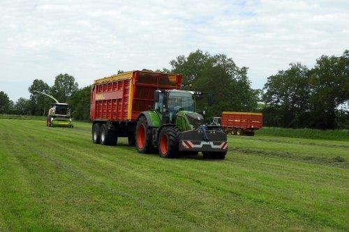 Gubbels Agro in het gras  https://youtu.be/tlu3lKhc338. Geplaatst door pekkerietfan op 04-07-2020 om 20:20:55, op TractorFan.nl - de nummer 1 tractor foto website.