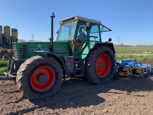 Foto van een Fendt 615. Geplaatst door Berk515 op 17-07-2020 om 23:53:40, op TractorFan.nl - de nummer 1 tractor foto website.