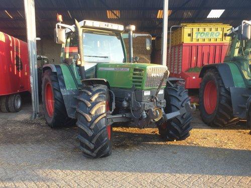 Foto van een Fendt 512 C, aan het wachten tot het weekend weer voorbij is👌👌. Geplaatst door Jurian311  op 26-07-2020 om 21:09:58, op TractorFan.nl - de nummer 1 tractor foto website.