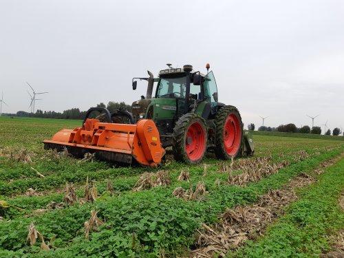 Foto van een Fendt 415, gisteren het maïsland geklepeld.. Geplaatst door Ritchie op 21-10-2020 om 18:41:28, op TractorFan.nl - de nummer 1 tractor foto website.