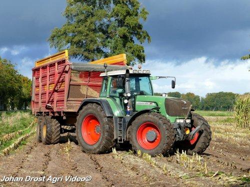 Foto van een Fendt 924  Loonbedrijf Roeke v.o.f. uit Lierderholthuis aan het mais hakselen. ZIE OOK DE VIDEO  https://youtu.be/ZU2eV7PbUwM