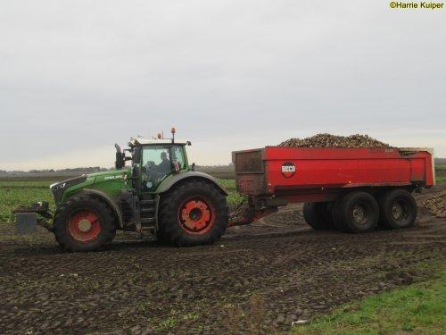 Foto van een Fendt 1050 van landbouwbedijf Deddens aan het bieten rijden op 6 januari 2021. Geplaatst door oldtimergek op 06-01-2021 om 14:06:27, met 24 reacties.