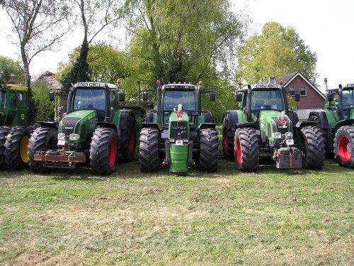 Foto van een Fendt 926 aan het poseren. Geplaatst door Rickfendt615 op 17-01-2021 om 21:37:48, op TractorFan.nl - de nummer 1 tractor foto website.
