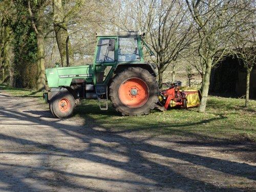 Foto van een Fendt 307 LSA Gefotografeerd tijdens een wandeling over Landgoed 't Medler bij Vorden.