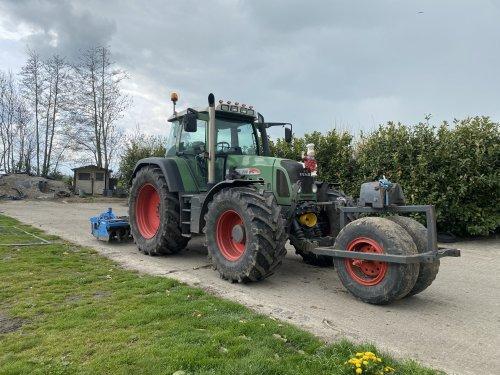 Foto van een Fendt 718. Geplaatst door langeniebange op 06-05-2021 om 18:17:16, op TractorFan.nl - de nummer 1 tractor foto website.