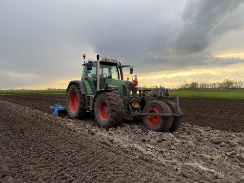 Foto van een Fendt 718. Geplaatst door langeniebange op 06-05-2021 om 19:46:29, op TractorFan.nl - de nummer 1 tractor foto website.