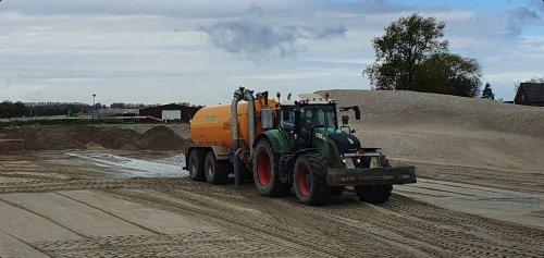 Foto van een Fendt 930. Geplaatst door T.Tanis op 10-05-2021 om 10:36:34, op TractorFan.nl - de nummer 1 tractor foto website.