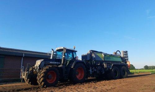 Grasland bemesten, overal gras er grotendeels af dus de tank kan ze ronde weer rijden. Geplaatst door wart op 03-06-2021 om 20:38:00, op TractorFan.nl - de nummer 1 tractor foto website.