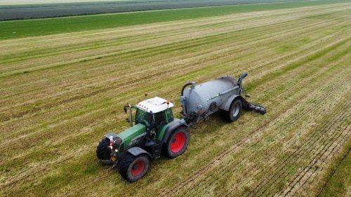 Foto van een Fendt 718. Geplaatst door langeniebange op 05-06-2021 om 17:52:31, op TractorFan.nl - de nummer 1 tractor foto website.