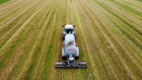 Foto van een Fendt 718. Geplaatst door langeniebange op 05-06-2021 om 17:52:33, op TractorFan.nl - de nummer 1 tractor foto website.