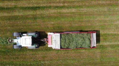 Foto van een Fendt 718. Geplaatst door langeniebange op 14-06-2021 om 20:41:24, op TractorFan.nl - de nummer 1 tractor foto website.