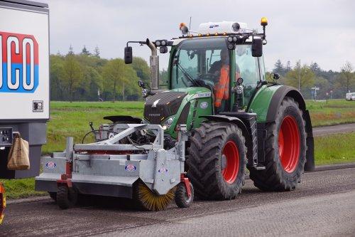 Foto van een Fendt 720. Geplaatst door jans-eising op 28-07-2021 om 21:00:52, op TractorFan.nl - de nummer 1 tractor foto website.