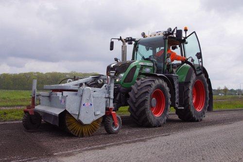 Foto van een Fendt 720. Geplaatst door jans-eising op 28-07-2021 om 21:01:09, op TractorFan.nl - de nummer 1 tractor foto website.