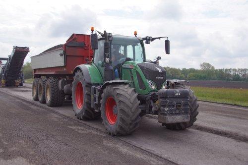 Foto van een Fendt 720. Geplaatst door jans-eising op 28-07-2021 om 21:01:13, op TractorFan.nl - de nummer 1 tractor foto website.