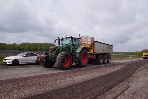Foto van een Fendt 824. Geplaatst door jans-eising op 28-07-2021 om 21:01:18, op TractorFan.nl - de nummer 1 tractor foto website.