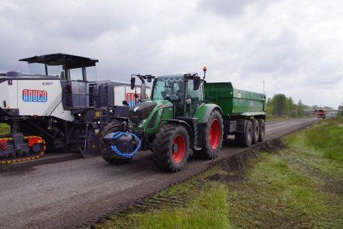 Foto van een Fendt 724. Geplaatst door jans-eising op 28-07-2021 om 21:01:33, op TractorFan.nl - de nummer 1 tractor foto website.