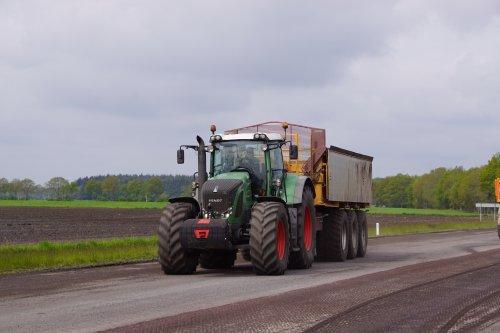 Foto van een Fendt 824. Geplaatst door jans-eising op 28-07-2021 om 21:01:39, op TractorFan.nl - de nummer 1 tractor foto website.
