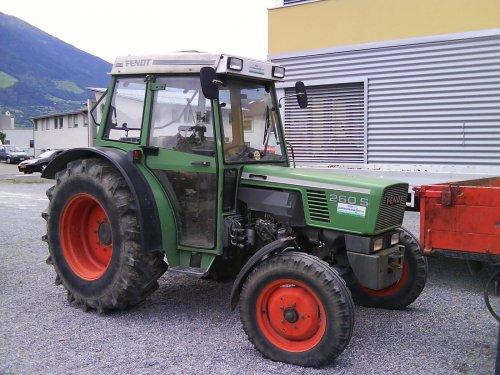 Foto van een Fendt 260 S, bezig met poseren.. Geplaatst door international956 op 10-08-2008 om 17:38:07, op TractorFan.nl - de nummer 1 tractor foto website.
