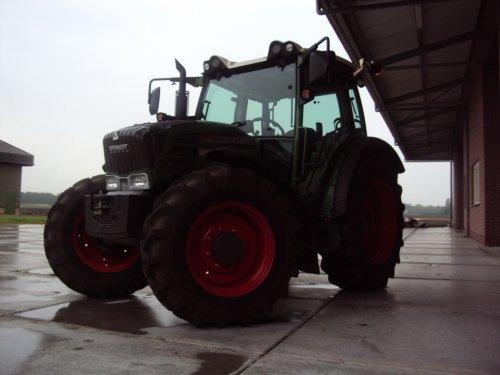 Fendt Vario 207, mooie tractor van buiten. Magertjes van binnen. Geplaatst door Razor op 02-09-2010 om 21:05:35, met 7 reacties.