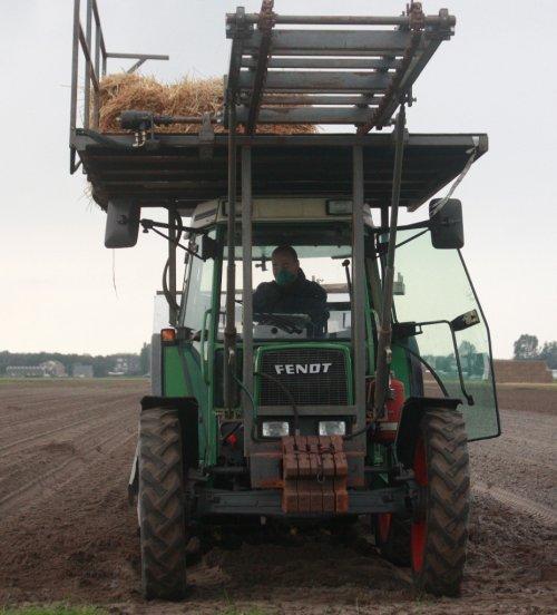 Foto van een Fendt 260 S, bezig met plantwerkzaamheden in noordwijkerhout.. Geplaatst door warmerbros op 28-09-2010 om 22:16:35, met 8 reacties.