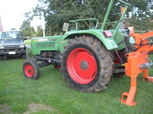 Foto van een Fendt 102 S.. Geplaatst door tractorjhonn op 03-12-2010 om 00:45:48, op TractorFan.nl - de nummer 1 tractor foto website.