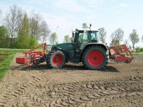 Foto van een Fendt 716, bezig met poseren.. Geplaatst door Claas Ares 577ATZ op 21-04-2011 om 20:06:26, op TractorFan.nl - de nummer 1 tractor foto website.