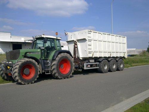 Foto van een Fendt 930, bezig met voeren met grote container (max 55ton aardappelen)  fendt. Geplaatst door fendt_powerz op 16-05-2011 om 20:27:19, met 3 reacties.