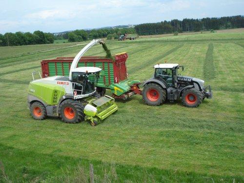 Foto van een Fendt 936, bezig met poseren. Kumm Agrar Service!. Geplaatst door ul op 28-08-2011 om 19:50:00, met 10 reacties.