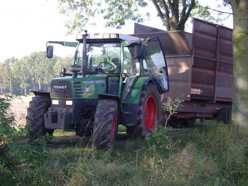 Foto van een Fendt 308/90, bezig met maïs hakselen.. Geplaatst door massey6160 op 24-10-2011 om 22:35:32, op TractorFan.nl - de nummer 1 tractor foto website.
