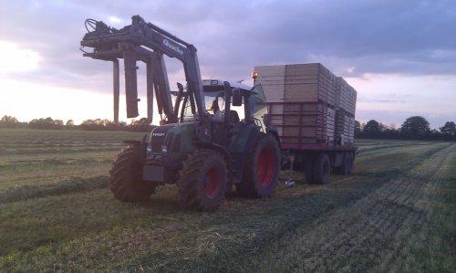 Foto van een Fendt 410,foto huurtrekker, van het voorjaar nog tijden aardappels poten.. Geplaatst door ivio op 26-10-2011 om 21:44:22, op TractorFan.nl - de nummer 1 tractor foto website.