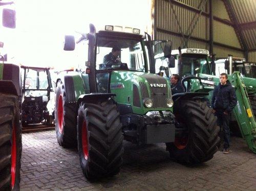 een ouwe bekende :P weer opgelapt nette trekker geworden voor 13 duixend uur http://www.tractorfan.nl/picture/554108/